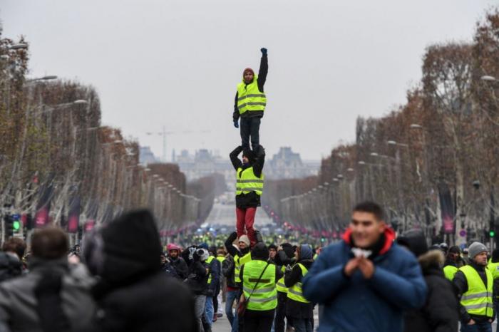Gilets jaunes: 33 500 manifestants samedi dans toute la France