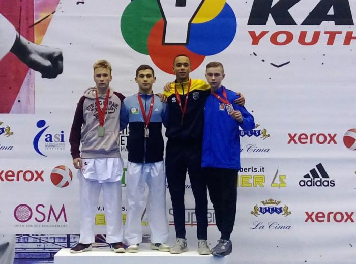 Karateçilərimiz üç medal qazanıb