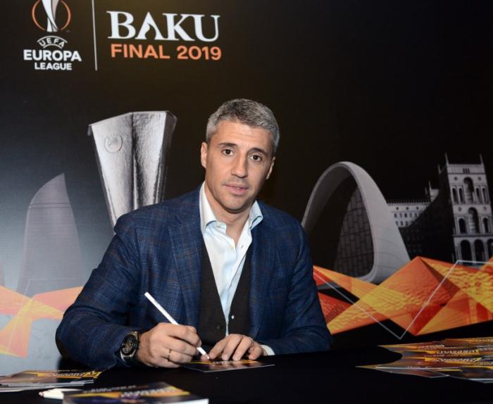 Dünya şöhrətli futbolçu Bakıya gəldi - FOTO