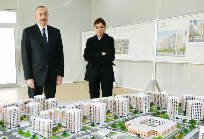 Prezident xanımı ilə yaşayış kompleksinin açılışında - FOTOLAR (Yenilənib)
