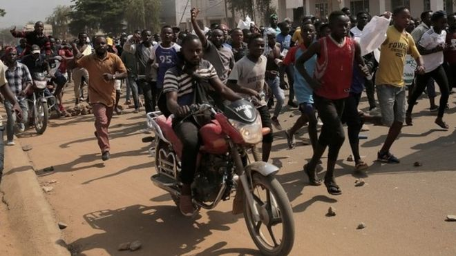 DR Congo election: Tear gas fired at protesters