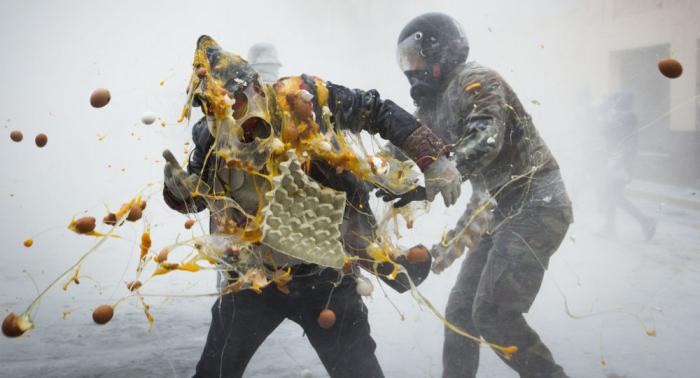 España celebra la fiesta de los enharinados