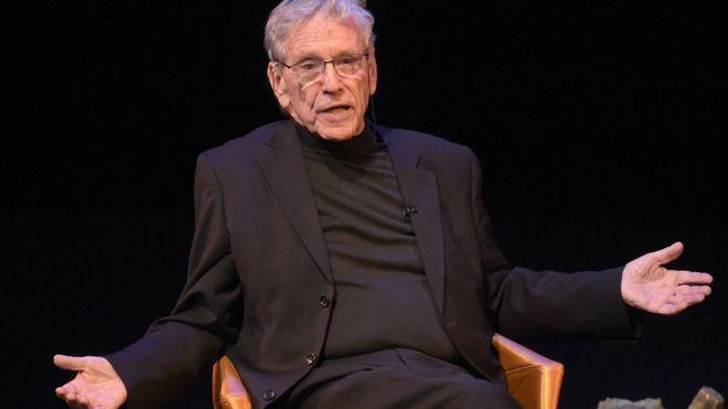 Amos Oz: Acclaimed Israeli author dies at 79