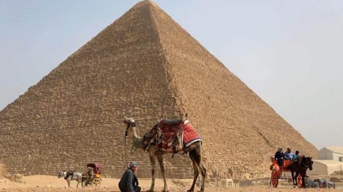 Blast hits tourist bus in Giza, Egypt