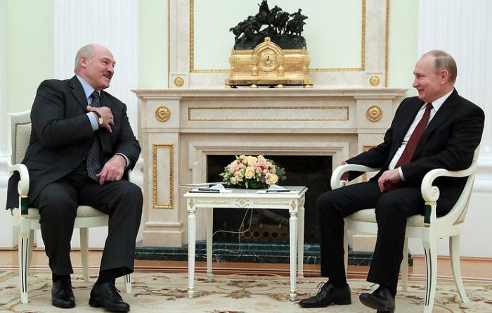 Lukashenko gives Putin salo and potatoes as New Year gift