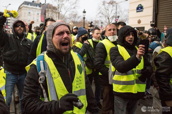 Fransada aksiya öncəsi kütləvi həbslər başladı