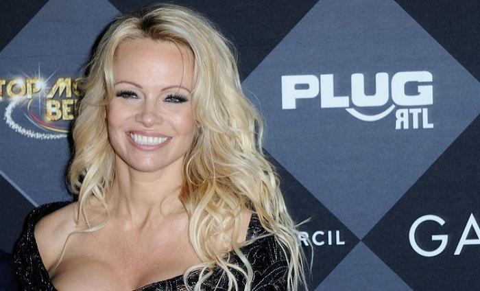 Pamela Anderson etirazçılara dəstək verdi
