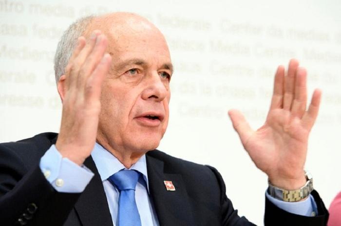 68 yaşlı maliyyə naziri prezident seçildi