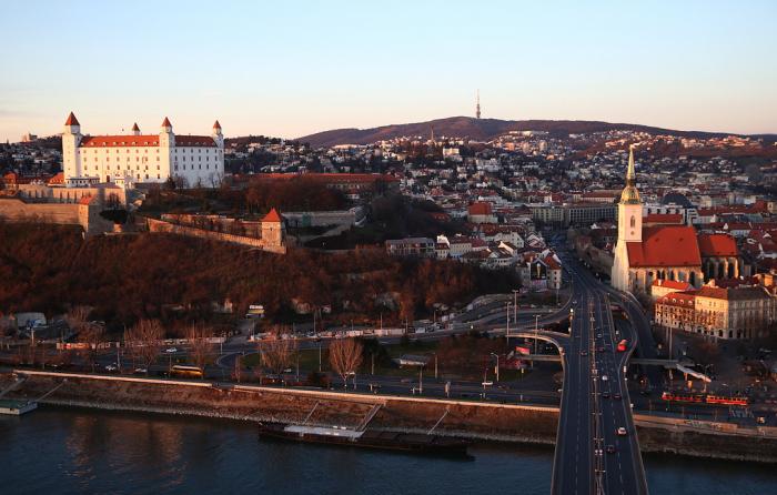 Slovakiya rus diplomatı deportasiya etdi