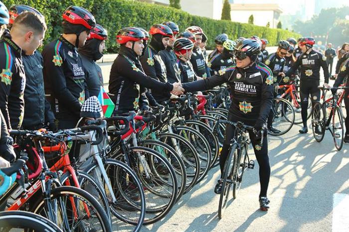 Mədət Quliyev Bakıda velosiped sürdü - FOTOLAR