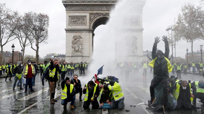 Fransada 139 etirazçı məhkəməyə çıxarılacaq