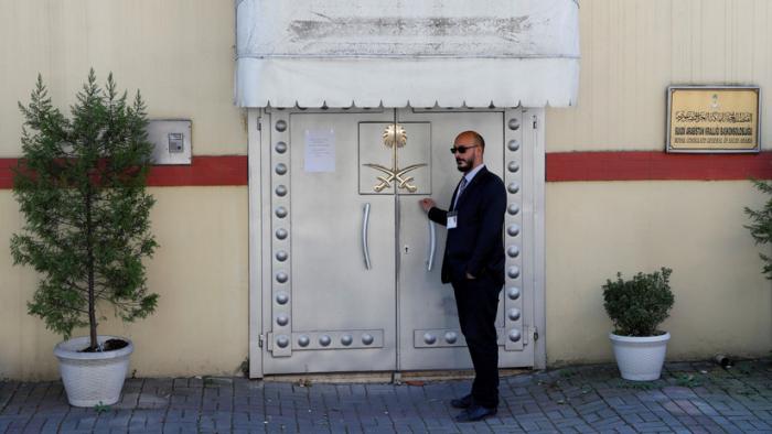 Turquía quiere arrestar a 2 exayudantes del príncipe heredero saudita por el asesinato de Khashoggi