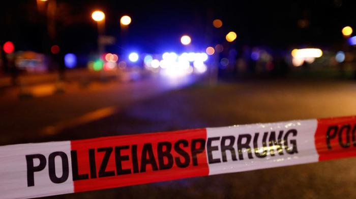 Drei Verletzte bei Unfall mit US-Truck auf Autobahnbrücke in Bayern