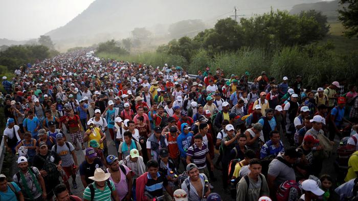 Por qué los migrantes centroamericanos viajan en caravanas