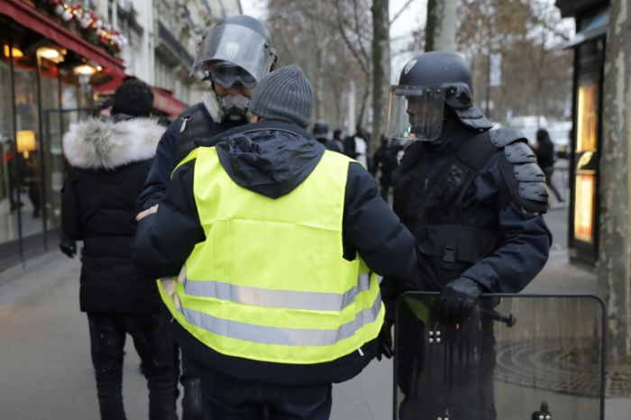 """Gilets jaunes"": 481 interpellations à Paris, 211 gardes à vue (Philippe)"