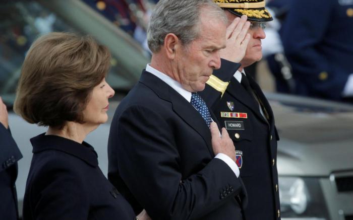 Le cercueil de George H.W. Bush transporté au Texas