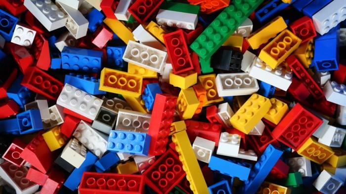 Ce qui se cache derrière le nom des jeux LEGO