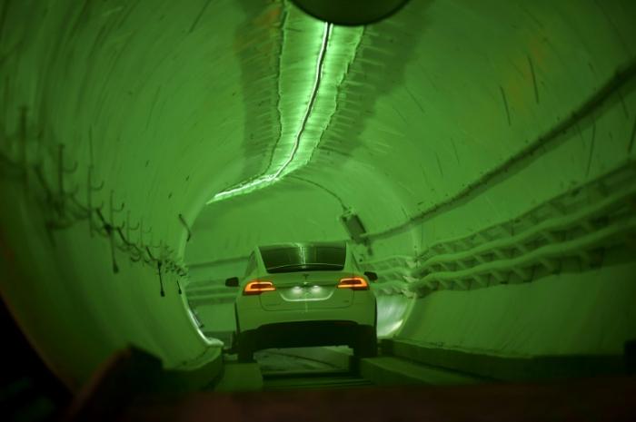 Elon Musk dévoile un tunnel pour révolutionner les transports urbains