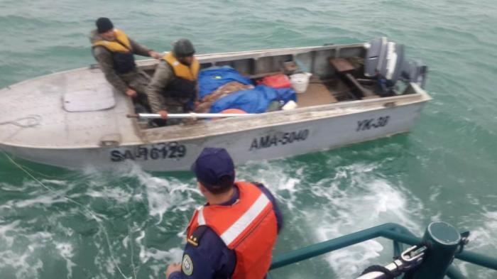 DSX köməksiz qalan balıqçıları xilas edib - FOTOLAR