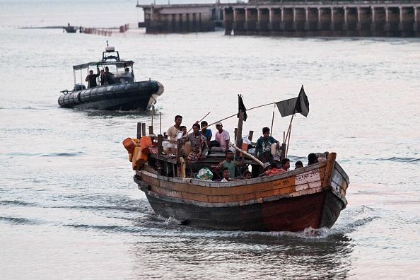 Des réfugiés rohingyas débarquent en Indonésie