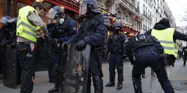 """""""        Gilets jaunes"""" :   Sept interpellations à Paris, contre 300 la semaine dernière à la même heure"""