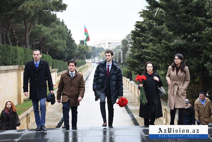 Ceyhun Hacıbəylinin varisləri Bakıya gəldi - FOTOLAR