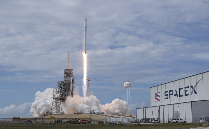 SpaceX a placé 64 satellites en orbite d