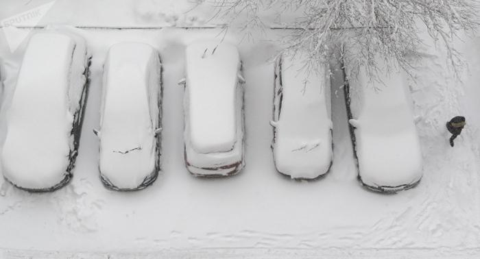 Unos 650 automóviles varados por la nieve en el suroeste de Rusia