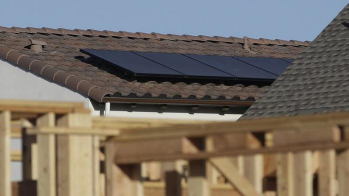 """California obliga a instalar paneles solares en las nuevas casas con una medida """"histórica"""""""