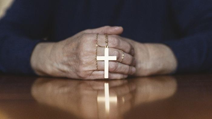 Cerca de 700 sacerdotes están acusados de abuso sexual a menores en Illinois