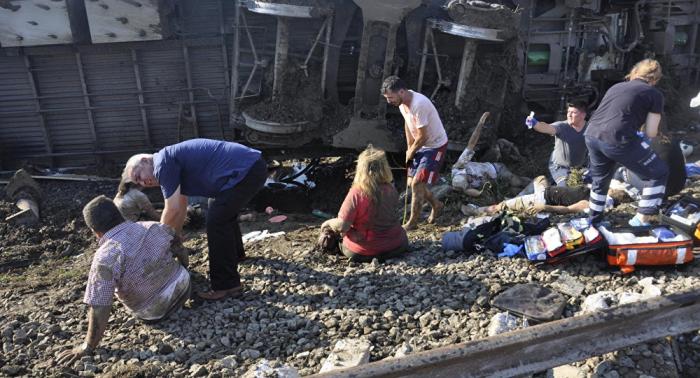 حادث تحطم قطار سريع في أنقرة وأنباء عن إصابات-فيديو