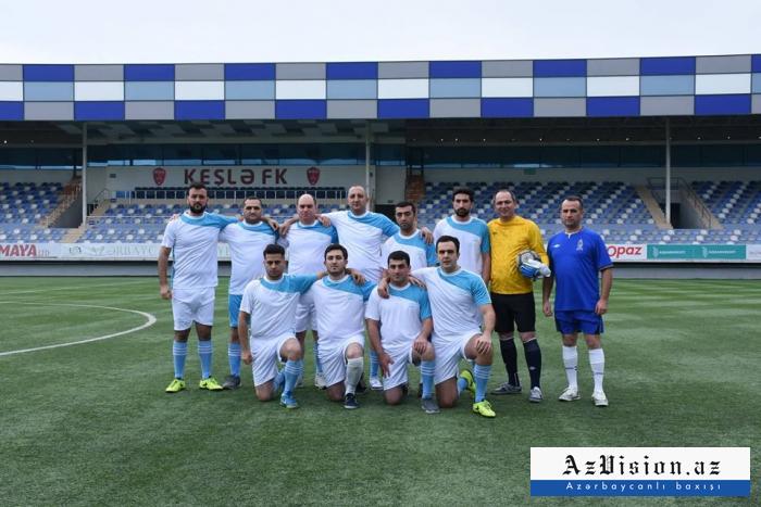 Məmurlarla jurnalistlər futbol oynadılar - FOTOLAR