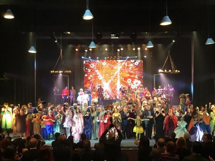 Gənc Tamaşaçılar Teatrının 90 illiyi qeyd edilib