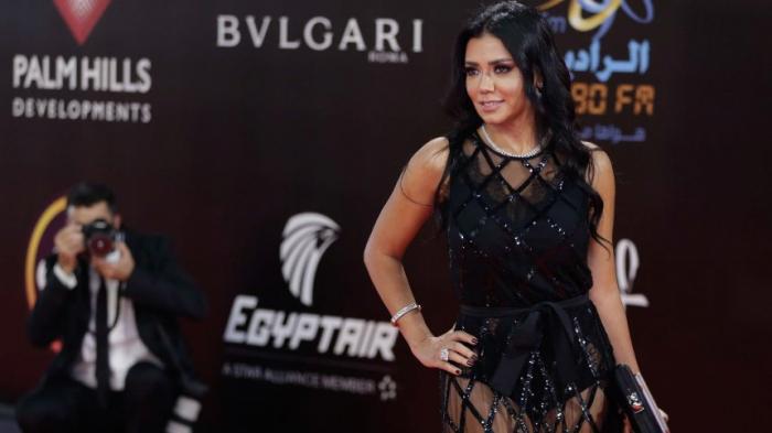 SchauspielerindrohtFreiheitsstrafe - weil sie ein Kleid trug