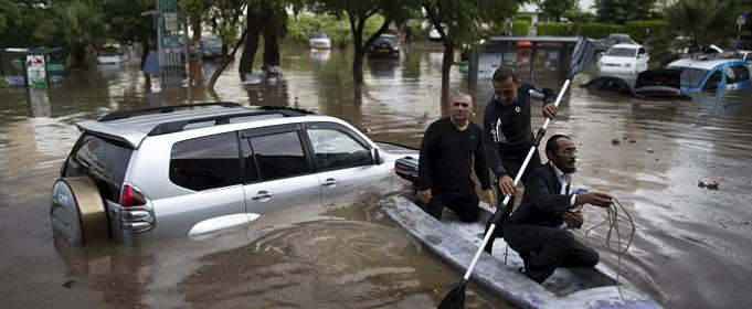 Intense floods around Israel, families evacuated by boats