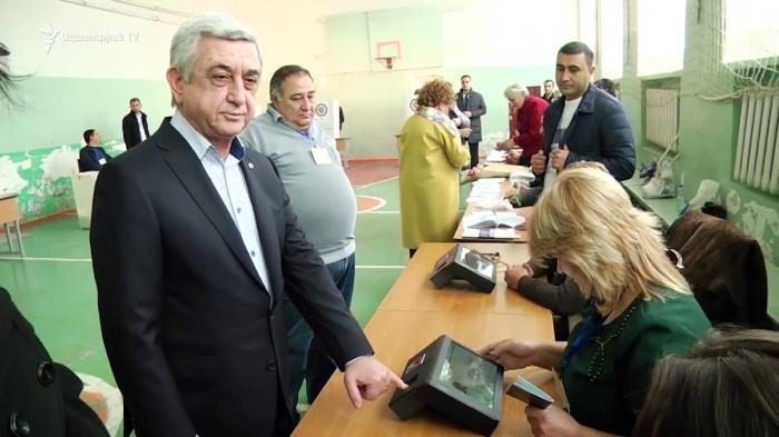 Biometrik aparat yenə Sarkisyanı tanımadı - VİDEO