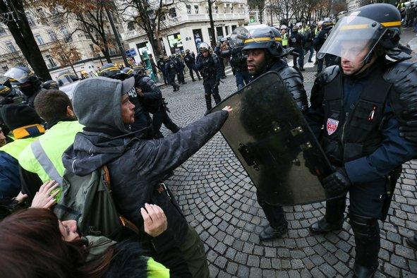 Fransadakı etirazlarda polis güc tətbiq etdi