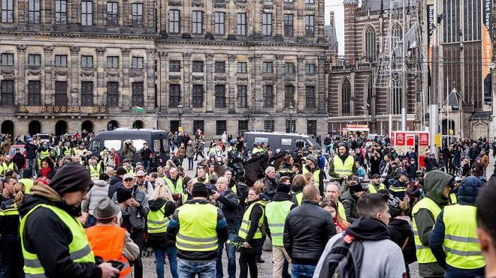 Hollandiyada da etirazlar başladı