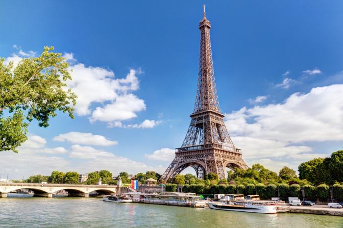 """France: la tour Eiffel fermée samedi en raison des manifestations des """"gilets jaunes"""""""