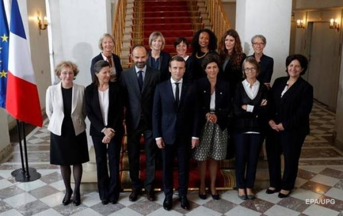 Macron's Cabinet: 11 men, 11 women cross political spectrum