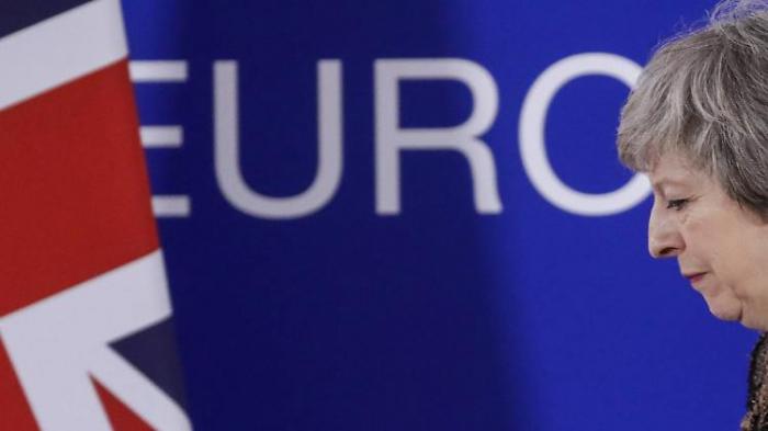 May strebt Brexit-Sondervertrag mit Irland an
