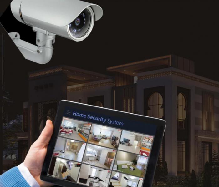 مهندس يخون ثقة زميلته ويخترق كاميرات منزلها