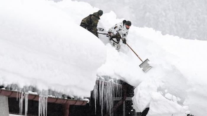 Seehofer schickt 230 Polizisten in Schneegebiet