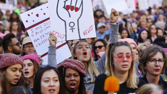 Tausende Frauen protestieren gegen Trump