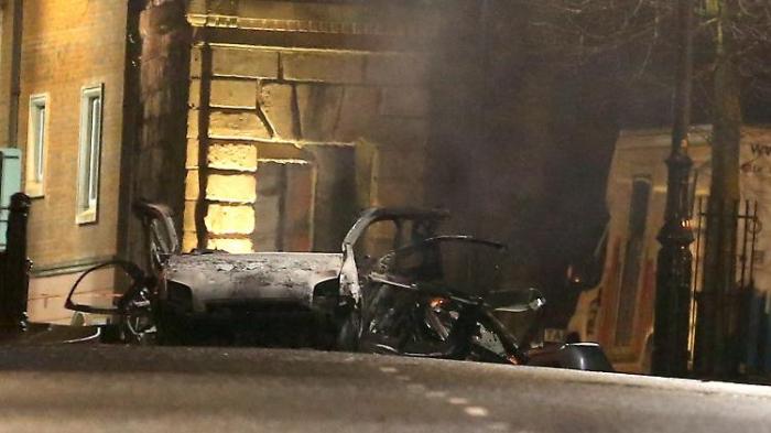Mögliche Autobombe explodiert in Nordirland
