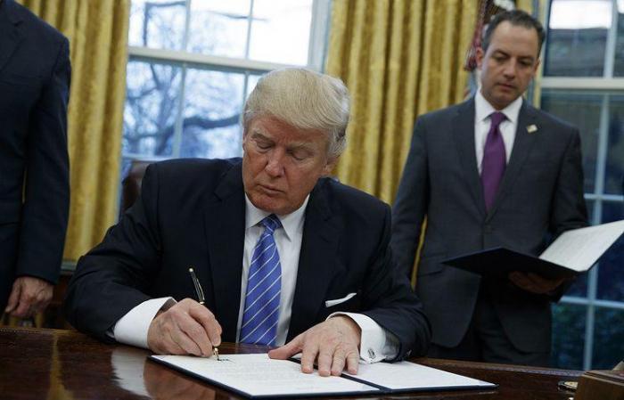 Trump signe l