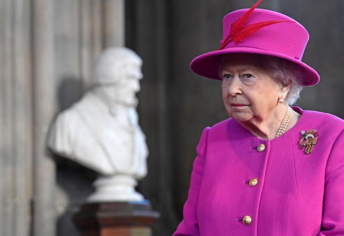"""Kraliça """"Brexit"""" qalmaqalına son qoymağa çağırdı"""