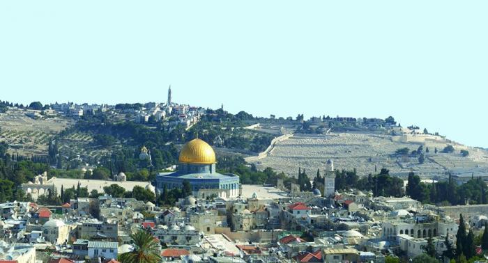باحث فلسطيني يحذر العرب... ويطالب بنقل سفارات إلى القدس