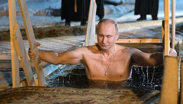 Putin xaç suyuna girdi - VİDEO
