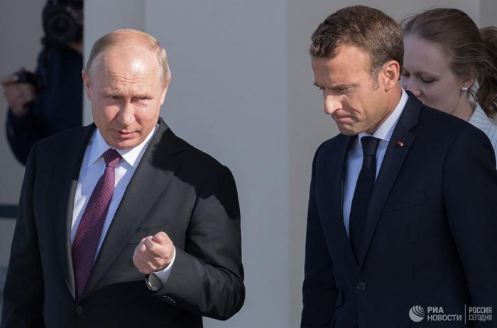 Putin Makronla Suriyanı müzakirə edib